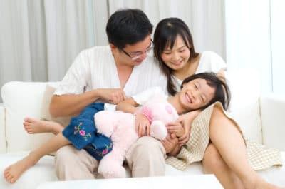 keluarga Asia yang bahagia