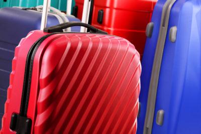 tas travel berukuran sedang hingga besar
