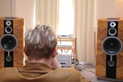menyetel sound sistem